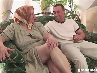 Mature flabby bodied housewife gives quite a unrefined solid blowjob
