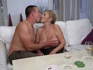 After kissing stud mature chubby harpy Mayla gives a realistic blowjob