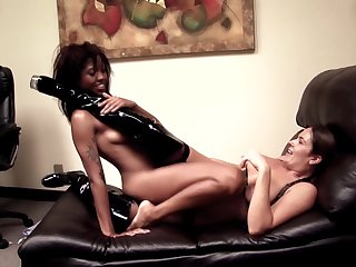Blue lesbian tryout on a leather couch for duo naked battalion