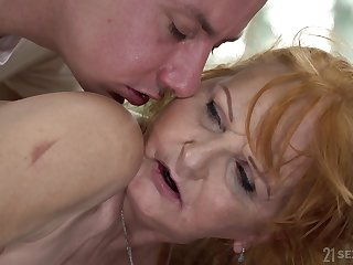 Massage little shaver fucks mouth and twat of aged generalized Marianne